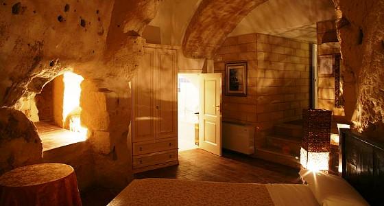 grothotel in de bijzondere grotstad matera in zuid italie. Black Bedroom Furniture Sets. Home Design Ideas