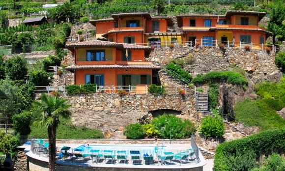 Residence met zwembad en uitzicht op het lago maggiore for Designhotel lago maggiore