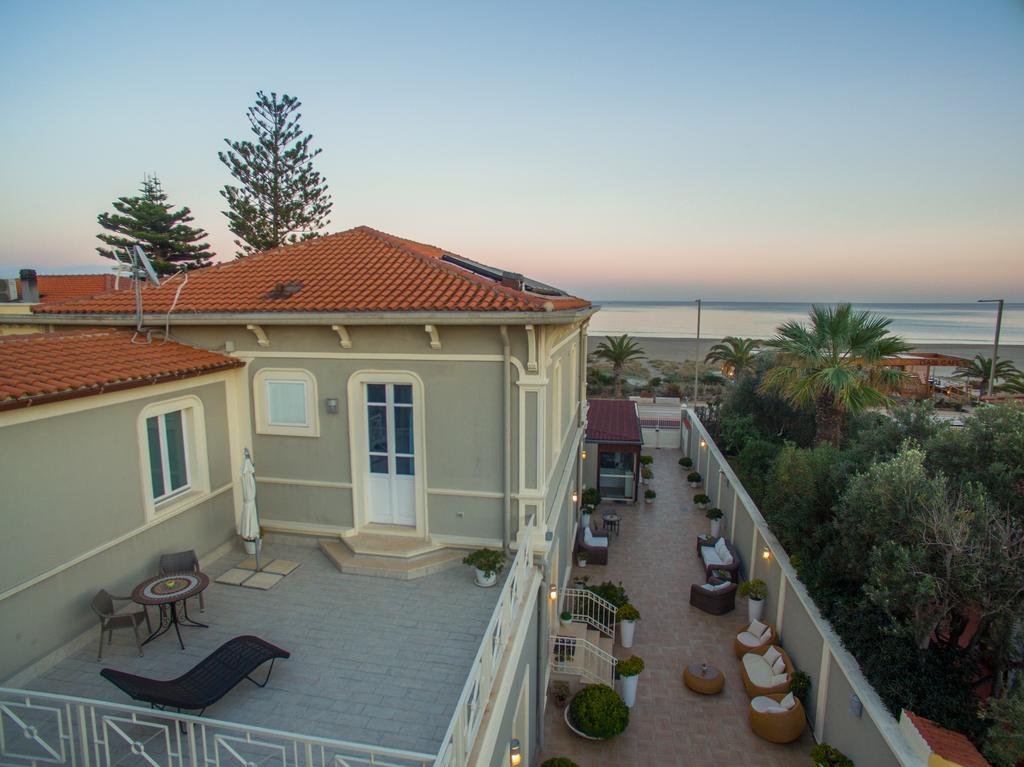 klein hotel in sfeervolle villa aan het strand van On villas del mar tela