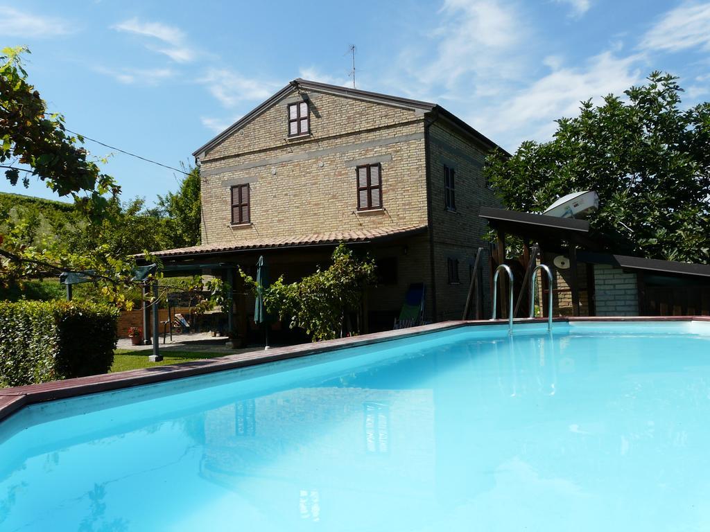 Vakantiehuis met 7 slaapkamers en zwembad in Le Marche | Montedinove